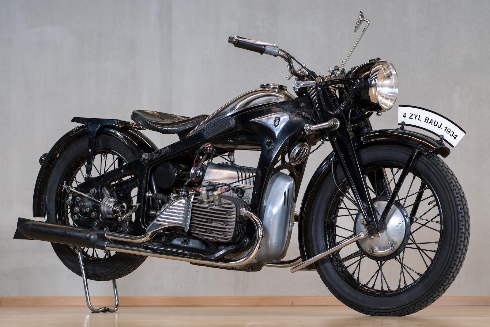 Motorrad- und Automuseum PS.SPEICHER in Einbeck (Niedersachsen). Zündapp K800 - Vierzylinder-Boxer-Motortrad von 1934.